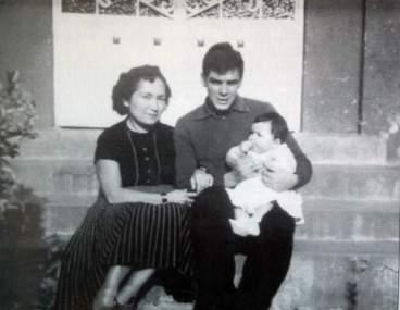 foto-2_-el-che-con-hilda-e-hildita-de-varios-meses-de-nacida-en-1956_