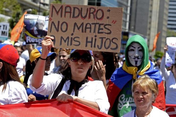 1.Mujeres rozagantes en salud y bienestar protestan contra el gobierno..jpg