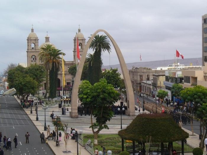 1. La ciudad de Tacna vive una intensa integración con sus vecinos de la provicia chilena de Arica..jpg