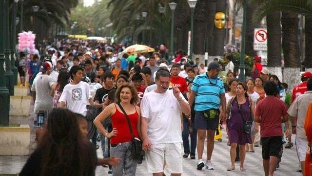 3.- Solo en los meses de verano, Tacna fue visitada por la cifra record de más de 600 mil chilenos.