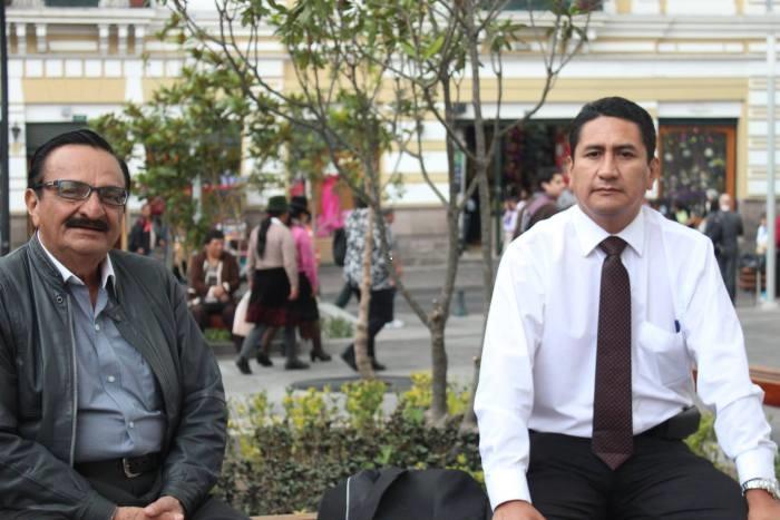 4.- César Aching y Vladimir Cerrón, líder de Perú Libre, unidos por una sólida amistad política y revolucionaria.