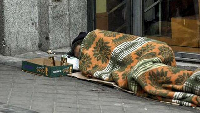 indigente en la calle.jpg
