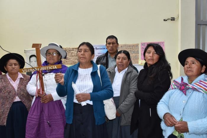 2. Madres de detenidos desaparecidos en el cuartel Los Cabitos de Ayacucho, entre ellas, la Mamá Angélica  la segunda de la izquierda..JPG